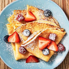 crepes with fruit and powdered sugar